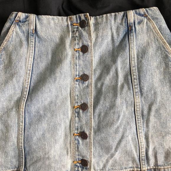 Aritzia jean skirt